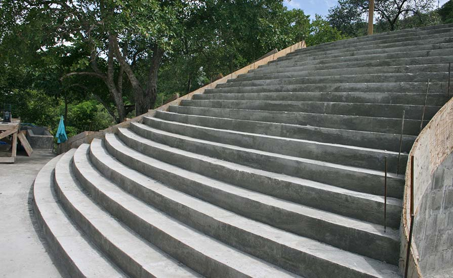 114-The-curved-shape-makes-for-a-grand-flight-of-stairs