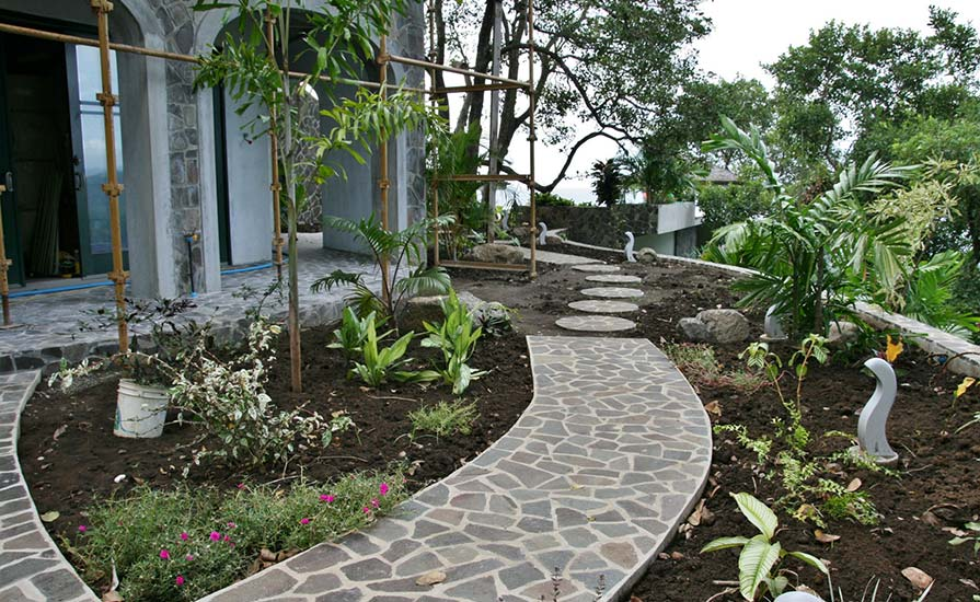 187e-Garden-paths-in-front-of-the-Infinity-bedroom