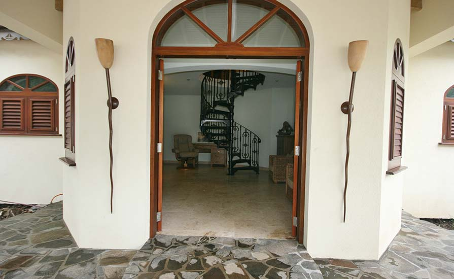 334a-Looking-into-the-reception-area