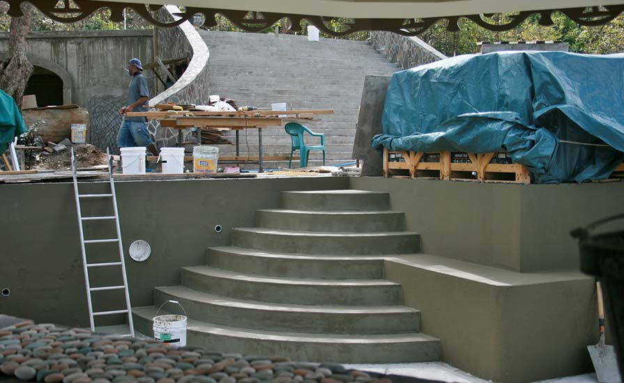 91-Curved-wide-and-shallow-steps-make-entry-into-the-vast-pool-easy