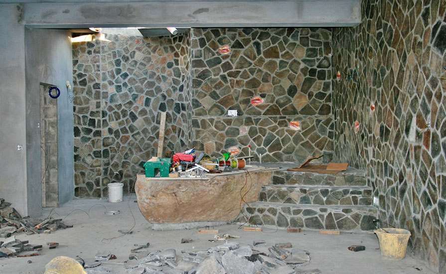 z-8-The-stone-bath-tub-with-the-natural-stone-walls